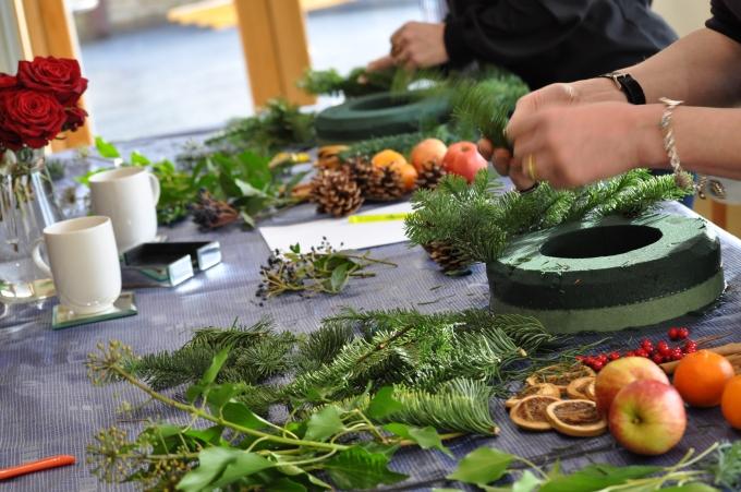 Gill Stewart FLOWERSCHOOL – Christmas Wreaths and CandlePots